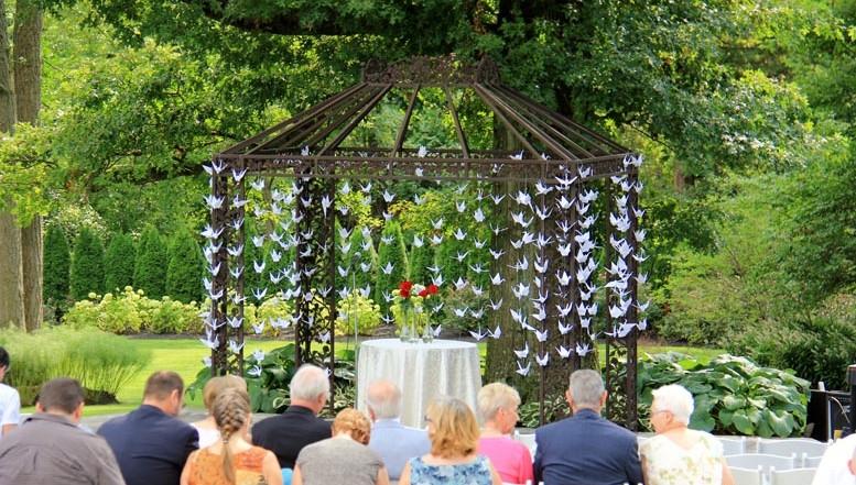 Outdoor wedding venues garden wedding locations for Indoor and outdoor wedding venues